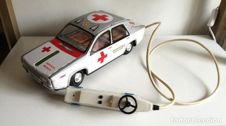 Juguetes antiguos Payá: Servicio Médico Ambulancia hojalata Renault 12 PAYÁ Cable tele dirigido FUNCIONANDO años 70 - Foto 13 - 191452905