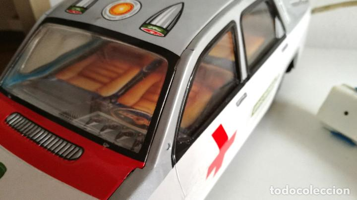 Juguetes antiguos Payá: Servicio Médico Ambulancia hojalata Renault 12 PAYÁ Cable tele dirigido FUNCIONANDO años 70 - Foto 15 - 191452905