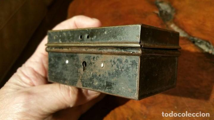 Juguetes antiguos Payá: Antigua hucha o caja de caudales metálica con primer logo Payá Hermanos - Chapa Litografiada - Foto 2 - 191729648