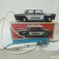 Juguetes antiguos Payá: SEAT 124 POLICÍA METÁLICO REF 8104 DE PAYÁ CON CAJA NUEVO A ESTRENAR. FUNCIONA . Lote 194930857