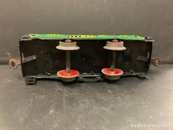 Juguetes antiguos Payá: Antiguo VAGON DE CORREOS, puertas correderas. vagon de hojalata. tren PAYA. Original. Difícil - Foto 7 - 220552605