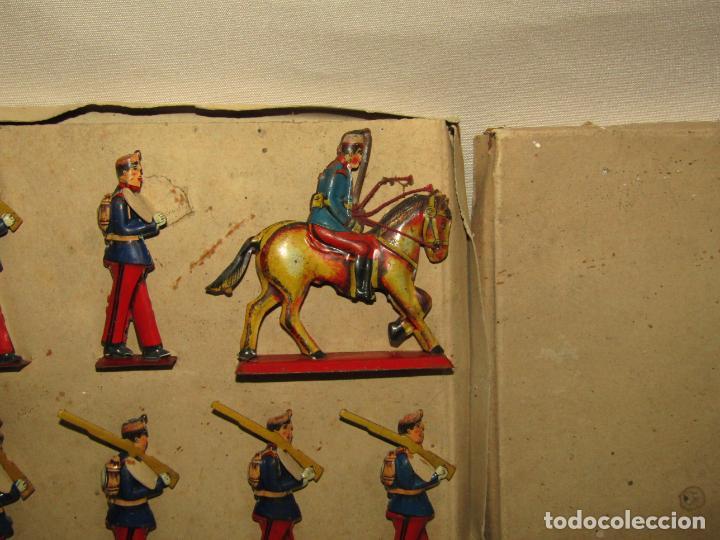 Juguetes antiguos Payá: Antigua Caja con Soldados de Infantería en Hojalata Litografiada de Juguetes PAYÁ - Año 1920s. - Foto 3 - 220653437