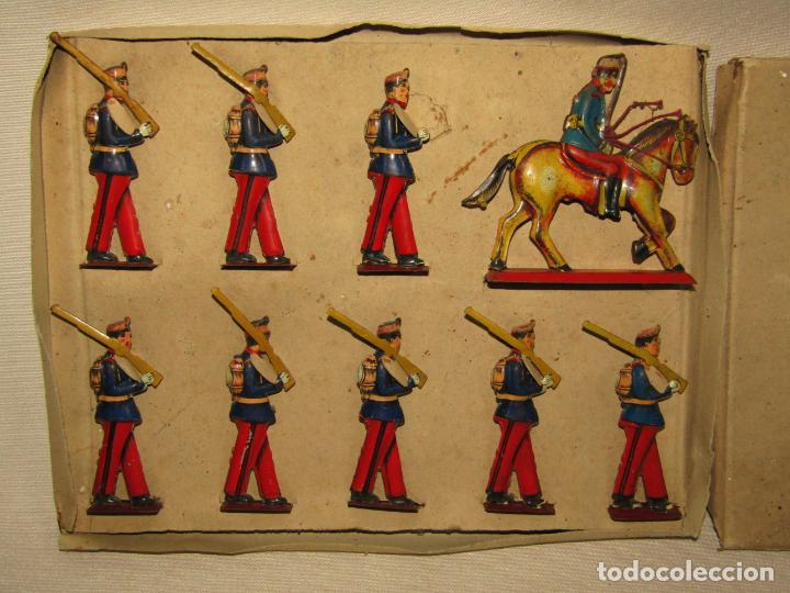Juguetes antiguos Payá: Antigua Caja con Soldados de Infantería en Hojalata Litografiada de Juguetes PAYÁ - Año 1920s. - Foto 4 - 220653437