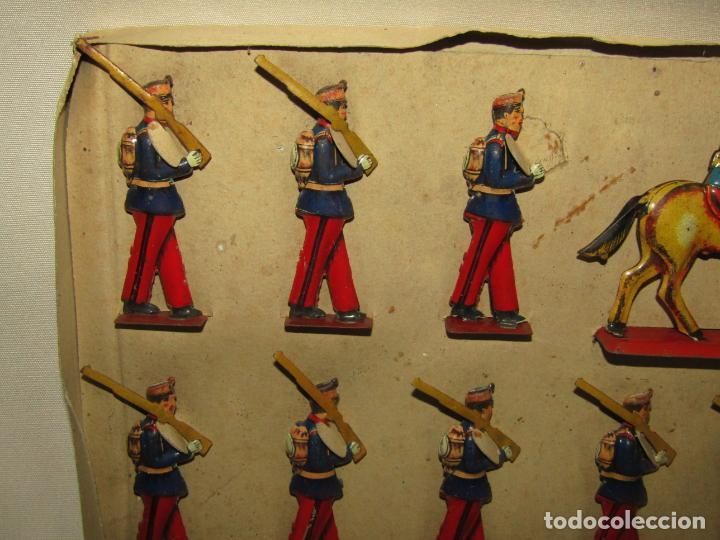 Juguetes antiguos Payá: Antigua Caja con Soldados de Infantería en Hojalata Litografiada de Juguetes PAYÁ - Año 1920s. - Foto 5 - 220653437