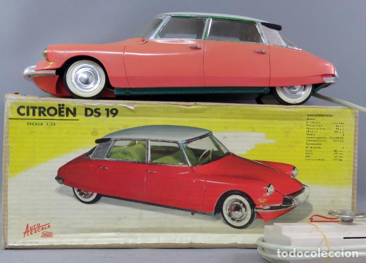 Juguetes antiguos Payá: Citroen DS 19 Paya Tiburón cabledirigido color rosa caja años 60 no funciona - Foto 2 - 241058550