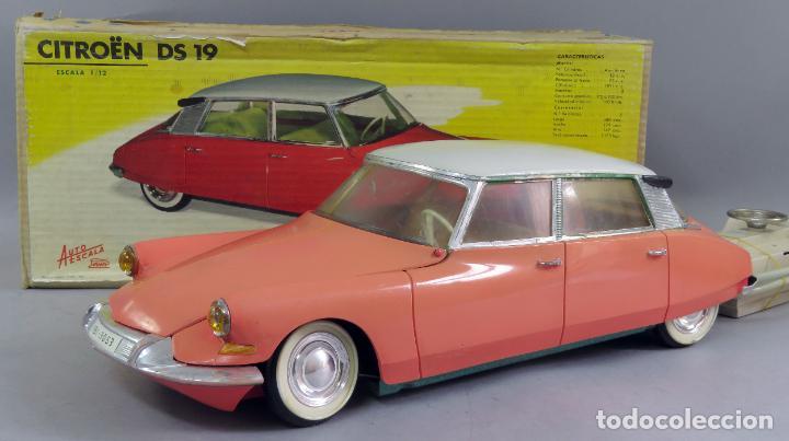Juguetes antiguos Payá: Citroen DS 19 Paya Tiburón cabledirigido color rosa caja años 60 no funciona - Foto 4 - 241058550