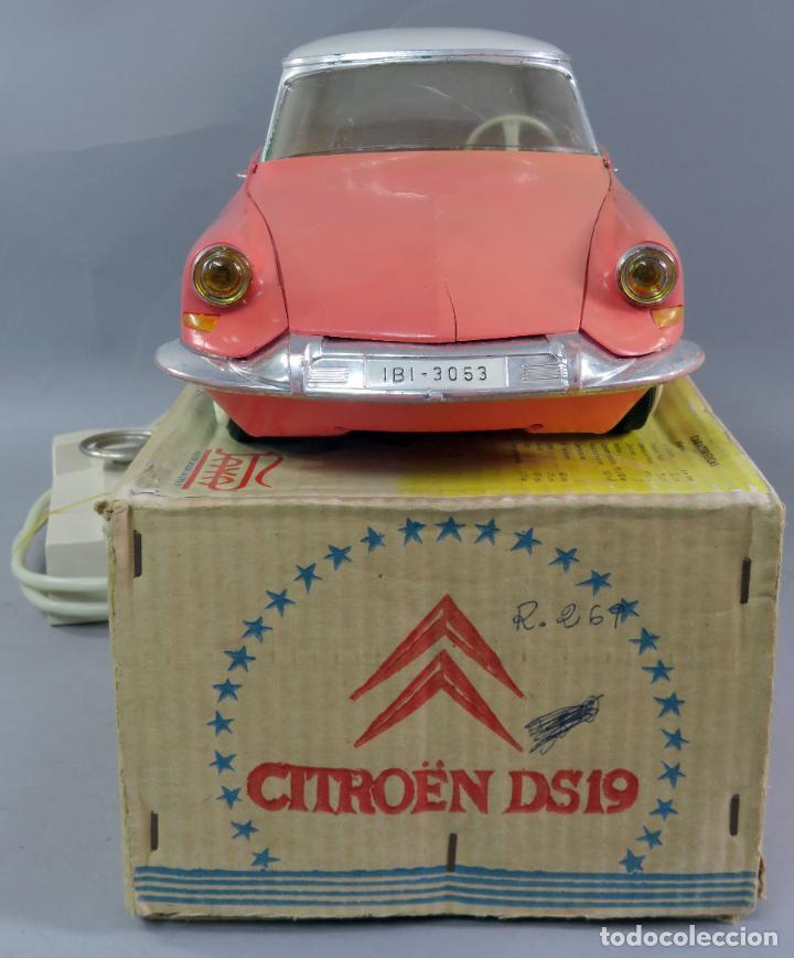 Juguetes antiguos Payá: Citroen DS 19 Paya Tiburón cabledirigido color rosa caja años 60 no funciona - Foto 6 - 241058550
