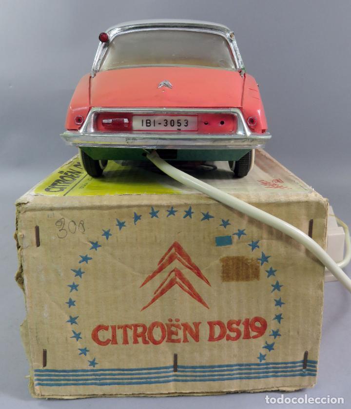 Juguetes antiguos Payá: Citroen DS 19 Paya Tiburón cabledirigido color rosa caja años 60 no funciona - Foto 8 - 241058550