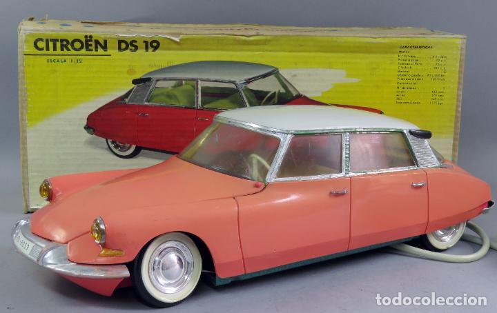 Juguetes antiguos Payá: Citroen DS 19 Paya Tiburón cabledirigido color rosa caja años 60 no funciona - Foto 12 - 241058550