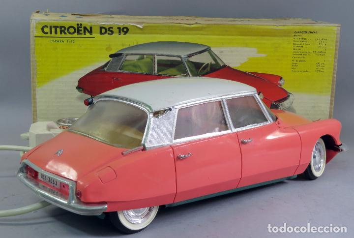 Juguetes antiguos Payá: Citroen DS 19 Paya Tiburón cabledirigido color rosa caja años 60 no funciona - Foto 14 - 241058550