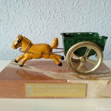 Juguetes antiguos Payá: TARTANA DE PAYA SOBRE PEANA DE MARMOL. Lote 252091330