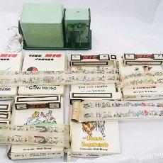 Juguetes Antiguos: PROYECTOR CINE NIC + 40 ROLLOS DE PELÍCULA (36 EN CAJA ORIGINAL). CHAPA Y CARTÓN. AÑOS 40 - 50. Lote 57614125