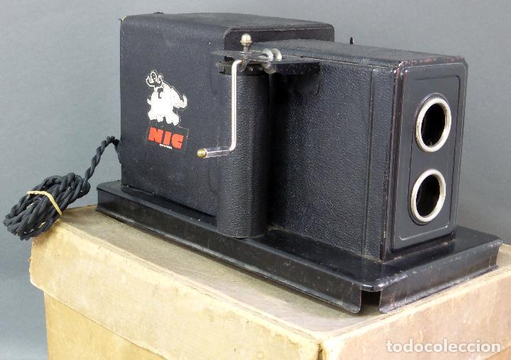 Juguetes Antiguos: Proyector Cine Nic tamaño grande cartón base hojalata años 40 Modelo para sonoro - Foto 2 - 70086665