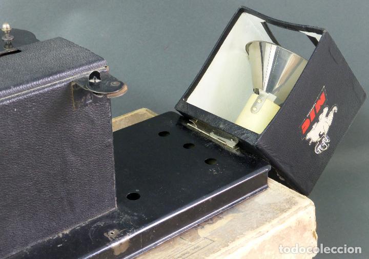 Juguetes Antiguos: Proyector Cine Nic tamaño grande cartón base hojalata años 40 Modelo para sonoro - Foto 5 - 70086665