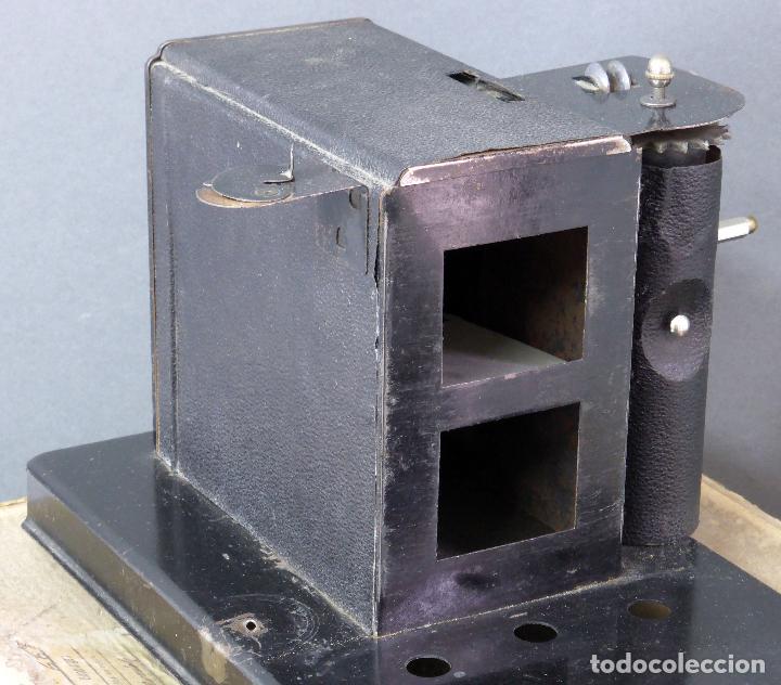 Juguetes Antiguos: Proyector Cine Nic tamaño grande cartón base hojalata años 40 Modelo para sonoro - Foto 7 - 70086665