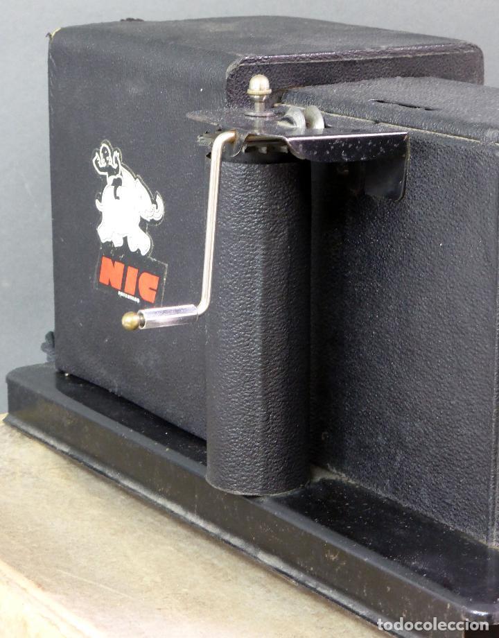 Juguetes Antiguos: Proyector Cine Nic tamaño grande cartón base hojalata años 40 Modelo para sonoro - Foto 10 - 70086665