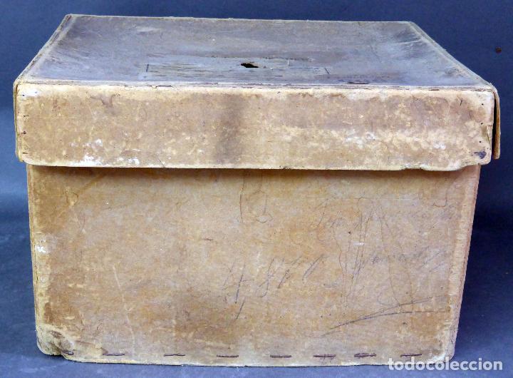 Juguetes Antiguos: Proyector Cine Nic tamaño grande cartón base hojalata años 40 Modelo para sonoro - Foto 12 - 70086665