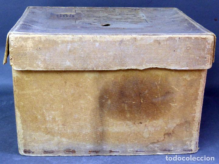Juguetes Antiguos: Proyector Cine Nic tamaño grande cartón base hojalata años 40 Modelo para sonoro - Foto 14 - 70086665