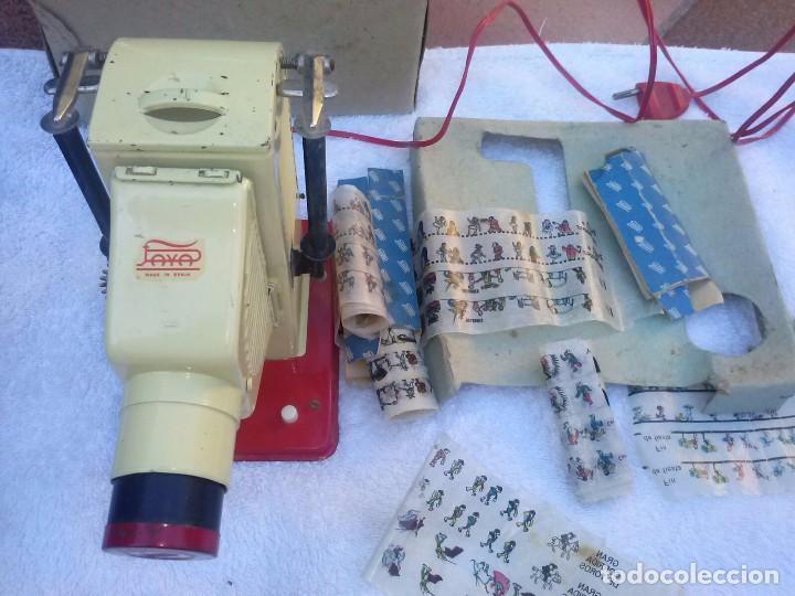 Juguetes Antiguos: Proyector de cine paya, juguete antiguo, funcionando. Con una película - Foto 2 - 71219101