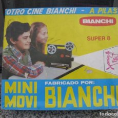 Juguetes Antiguos: CINE BIANCHI MINIMOVI SUPER 8 PROYECTOR INFANTIL A PILAS AÑOS 70. Lote 71306359
