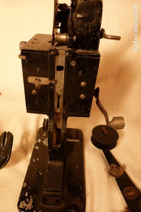 Juguetes Antiguos: PROYECTOR DE CINE PATHE BEBY - Foto 4 - 103908523