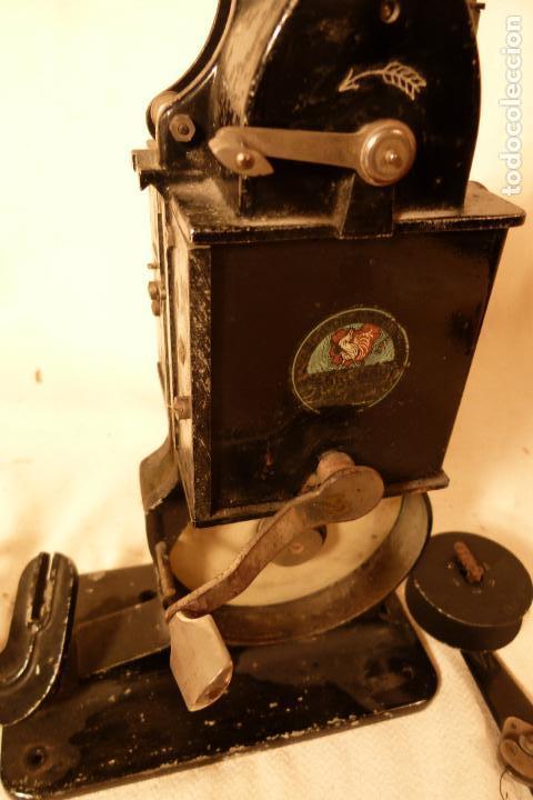 Juguetes Antiguos: PROYECTOR DE CINE PATHE BEBY - Foto 5 - 103908523