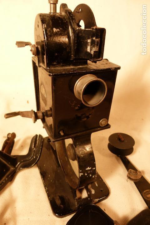 Juguetes Antiguos: PROYECTOR DE CINE PATHE BEBY - Foto 10 - 103908523
