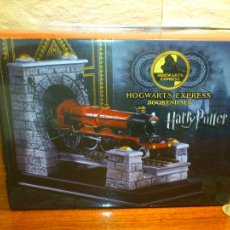 Juguetes Antiguos: HARRY POTTER - HOGWARTS EXPRESS - SUJETALIBROS - BOOKEND SET - NOBLE COLLECTION - NUEVO. Lote 104868671