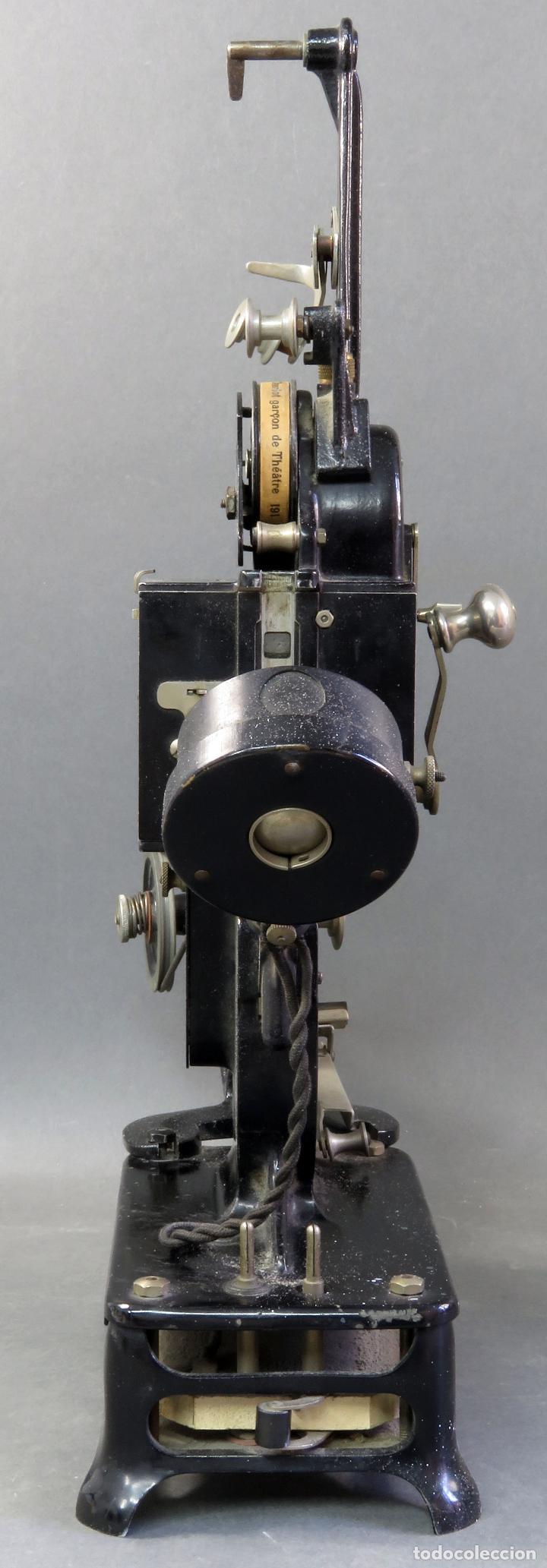 Juguetes Antiguos: Proyector Pathé Baby 9,5 mm con una película hacia 1920 - Foto 7 - 128980255