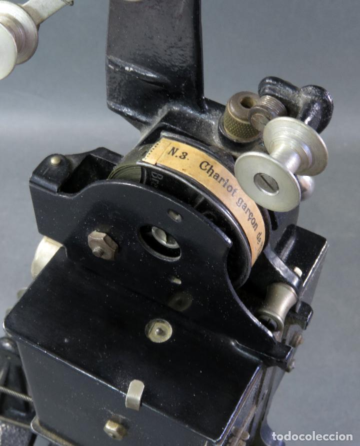 Juguetes Antiguos: Proyector Pathé Baby 9,5 mm con una película hacia 1920 - Foto 8 - 128980255