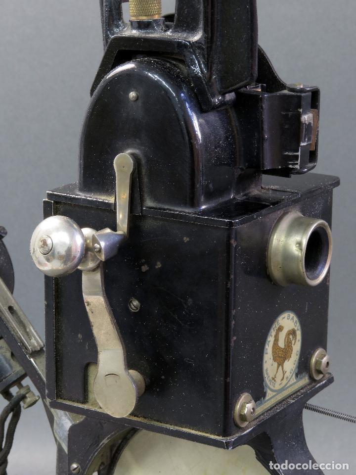 Juguetes Antiguos: Proyector Pathé Baby 9,5 mm con una película hacia 1920 - Foto 11 - 128980255