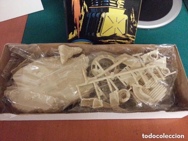 Juguetes Antiguos: EL ROBOT DE PERDIDOS EN EL ESPACIO EN KIT DE MONTAJE - ESCALA 1/24 - NUEVO - Foto 2 - 140453934