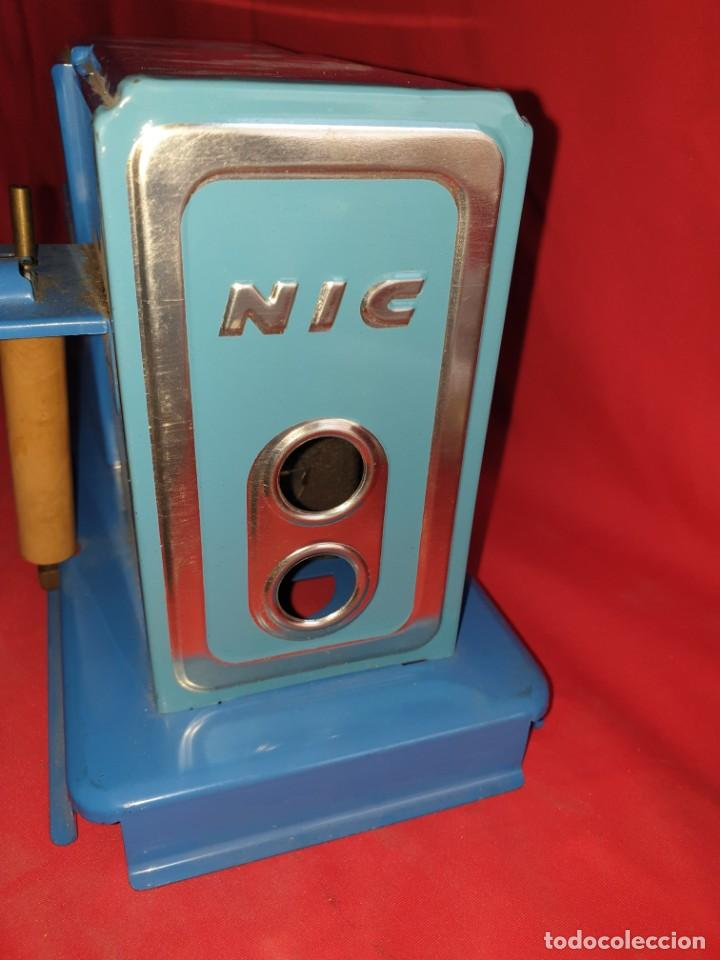 Juguetes Antiguos: Antiguo Proyector de cine infantil NIC + 8 Peliculas - Foto 3 - 153118758