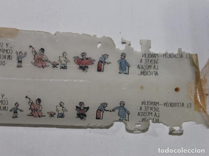 Juguetes Antiguos: PROYECTOR DE CINE NIC EN CAJA NEGRA DE LOS AÑOS 40 CON 17 PELÍCULAS - Foto 13 - 158733858