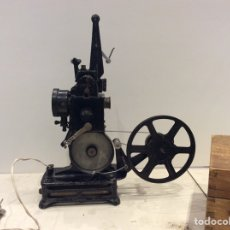 Juguetes Antiguos: PROYECTOR PATHE BABY MADE IN FRANCE. Lote 165709860