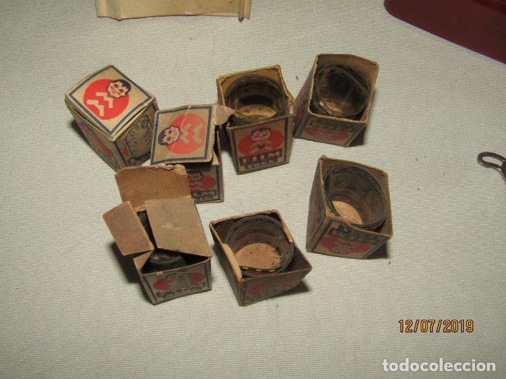 Juguetes Antiguos: Antiguo Proyector de Baquelita a Cuerda Cine Infantil EGDA con 7 Peliculas Año 1930-40s. - Foto 4 - 171804924