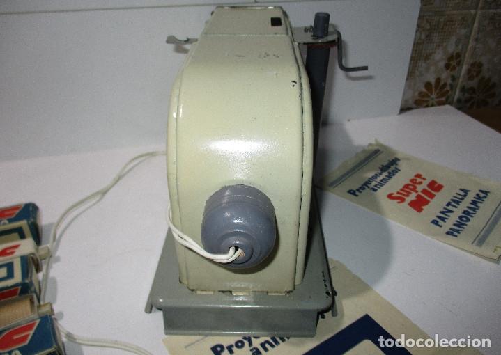 Juguetes Antiguos: Antiguo proyector cine SUPER NIC con 6 películas - Foto 7 - 176182492