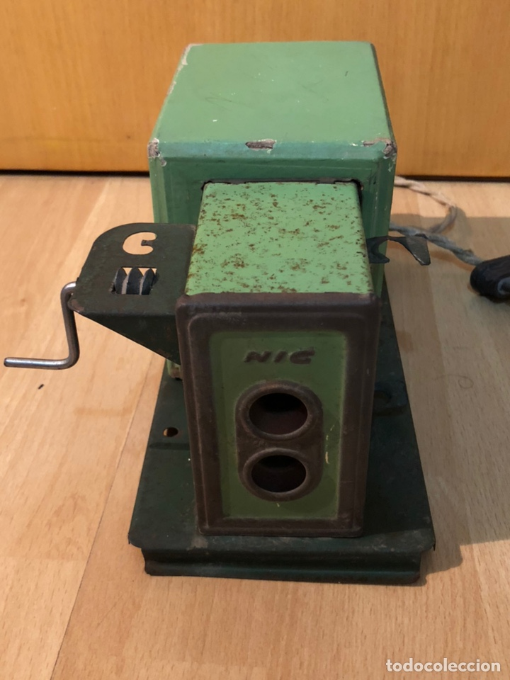 Juguetes Antiguos: Proyector de cine nic de hojalata y cartón verde - Foto 2 - 178628198