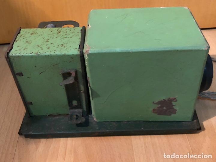 Juguetes Antiguos: Proyector de cine nic de hojalata y cartón verde - Foto 4 - 178628198