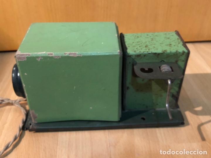 Juguetes Antiguos: Proyector de cine nic de hojalata y cartón verde - Foto 6 - 178628198