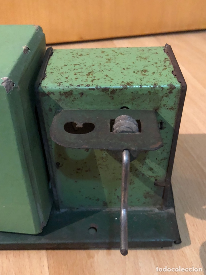 Juguetes Antiguos: Proyector de cine nic de hojalata y cartón verde - Foto 8 - 178628198
