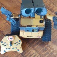 Brinquedos Antigos: ROBOT WALLE-THINKING TOY-2008 -SE PUEDE MANDAR VIDEO DEMOSTRANDO QUE FUNCIONA. Lote 186400823