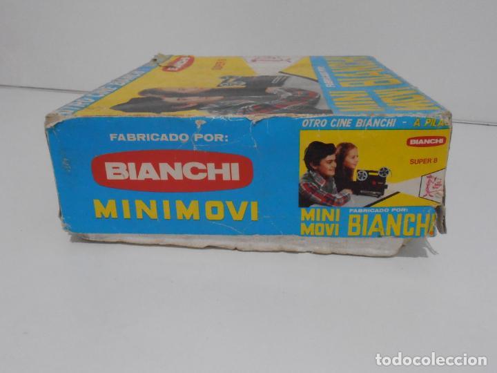 Juguetes Antiguos: MINI MOVI, PROYECTOR BIANCHI, SUPER 8 A PILAS, CAJA ORIGINAL CON UNA PELICULA - Foto 7 - 197227622