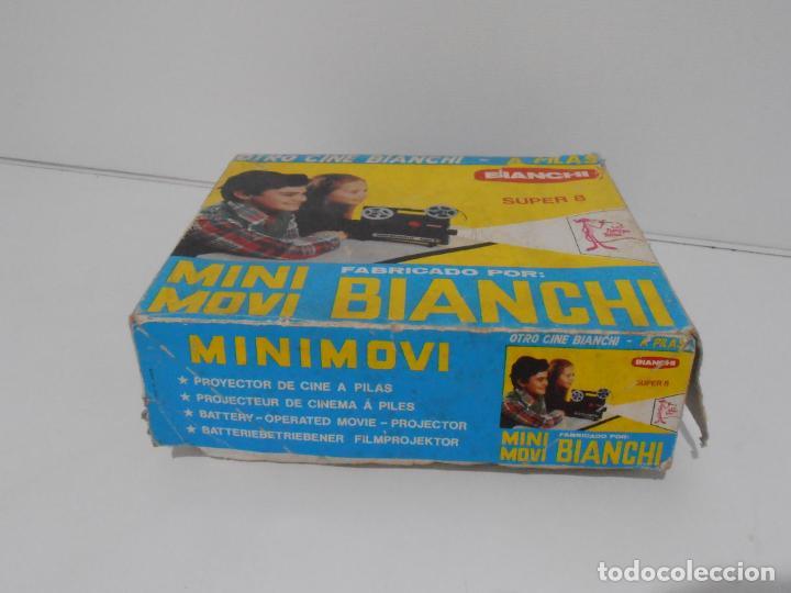 Juguetes Antiguos: MINI MOVI, PROYECTOR BIANCHI, SUPER 8 A PILAS, CAJA ORIGINAL CON UNA PELICULA - Foto 8 - 197227622