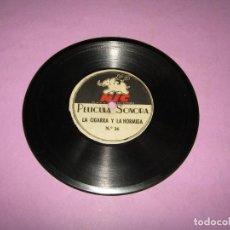 Juguetes Antiguos: ANTIGUO DISCO DE PIZARRA LA CIGARRA Y LA HORMIGA Nº 26 Y LAS RATAS CODICIOSAS Nº 27 CINE SONORO NIC. Lote 224727043