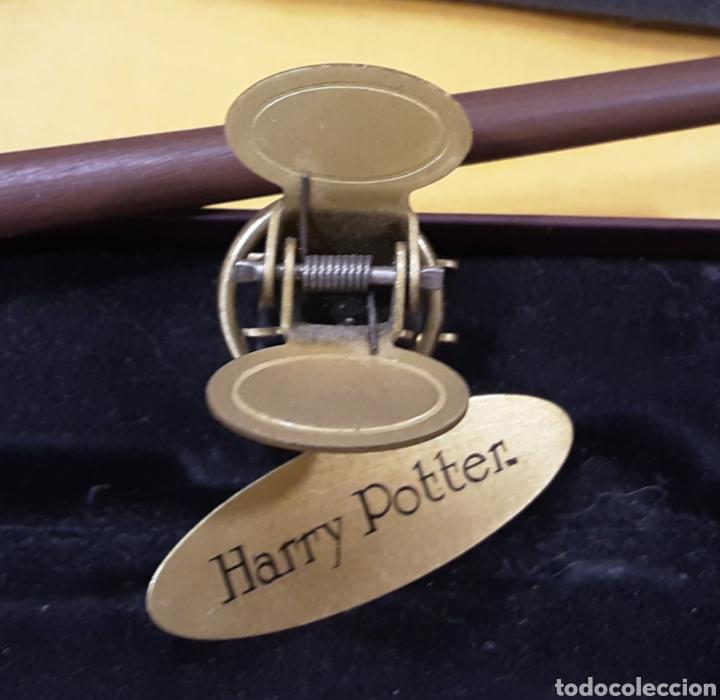 Juguetes Antiguos: Réplica Varita Harry Potter con placa - Foto 2 - 240862310