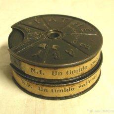 Juguetes Antiguos: UN TIMIDO VALIENTE 1ª Y 2ª PARTE (COMPLETA), PATHE BABY, BOBINA DE 7 CM. Lote 240966450