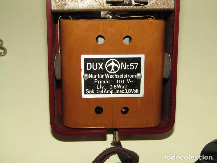 Juguetes Antiguos: Antiguo Proyector de Cine Infantil a Cuerda y Eléctrico de Baquelita KINO del Fabricante Alemán DUX - Foto 2 - 245426130