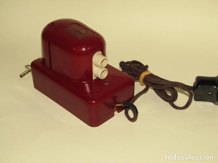 Juguetes Antiguos: Antiguo Proyector de Cine Infantil a Cuerda y Eléctrico de Baquelita KINO del Fabricante Alemán DUX - Foto 3 - 245426130