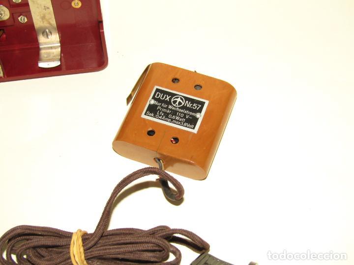 Juguetes Antiguos: Antiguo Proyector de Cine Infantil a Cuerda y Eléctrico de Baquelita KINO del Fabricante Alemán DUX - Foto 5 - 245426130